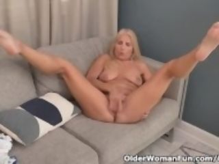 """Florida gilf Chery Leigh needs to touch her pantyhosed pussy"""
