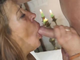 SCAMBISTI MATURI - Italian mature plumper rockets while getting cunny and caboose fucked