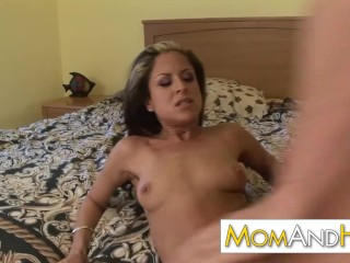 Wee MILF dignified gets facial