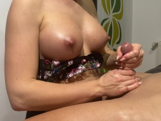 'Hot gf gives me an awesome Slow Teasing hand-job 4K'
