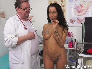 Crazy gynecology examination and real climax of arousing cougar Valentina Sierra