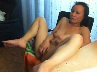 Chinese mature got her cunt ate.
