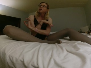 Trans in hotel bedroom outside of santa fe with nylons