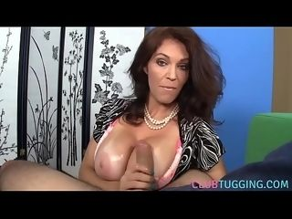 Hand job lovin?�� cougar makes knob glad in point of view