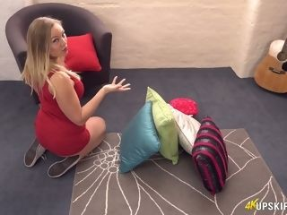 Trampy housewife Beth demonstrates off her cooter upskirt