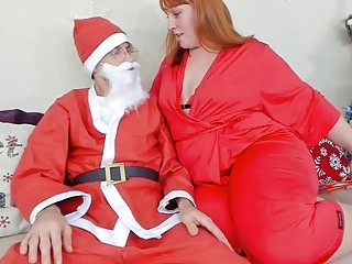 Mummy Thanks Santa With A hj And Makes Him jizz. Xmas