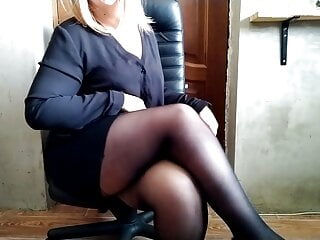 Russian cougar with splendid gams and XXL stomach peeing