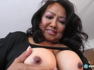Mandy Thai is squeezing her titty while milking, because it perceives much nicer like that