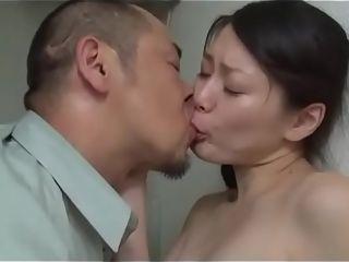 Japanse slet vrouw geneukt in openbaar restroom (Zie meer: shortina.com/FUgZX)