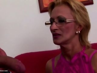 Mature mommy gets torrid surprise into poon from her stud