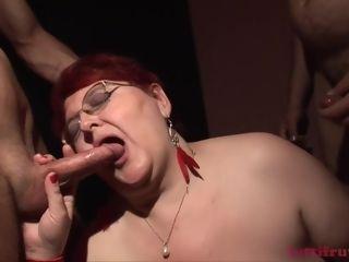 TuttiFrutti - plumper mommy in the glory-hole