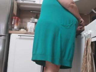 'stepmom preps lunch & makes sonnie masturbate'