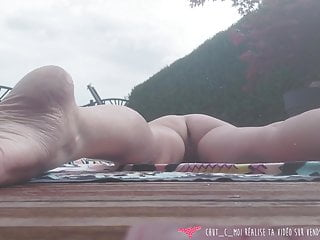 Vends-ta-culotte - French cougar Exhibs at her Swimming Pool