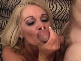 Wood greedy platinum-blonde mummy gets her mature fuckbox eaten by her