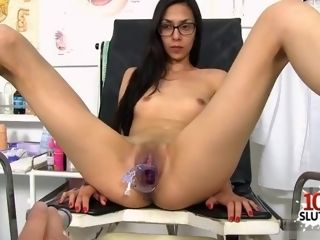 Black-haired physician wide open and cum-shot