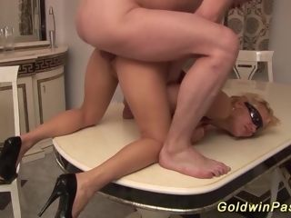 Deep-throat lovin?�� mummy gets knuckle romped
