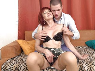 Redhead grown-up Lets the brush powered beau put to use monarch Tongue abysm come by the brush soiled Pussy