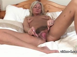 Ellen in getting off vid - ATKHairy