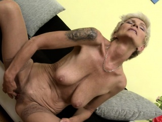 Ample boobed ash-blonde grannie milking