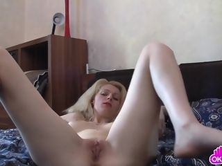 Playing With Her Mature Tight snatch
