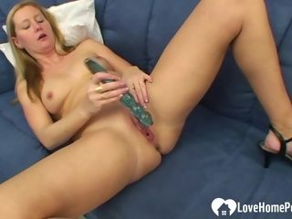 Light-haired wifey plumbs her taut moist cooter