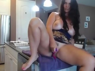 Mommy cougar fingerblasting and have fun with her dearest Toy on cam