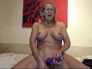 Mature German blondie jerking