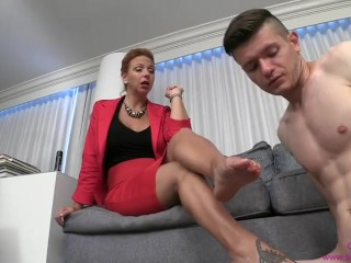 Queen BRIANNA - instruct sonny TO smooch soles AND conform SIBLING KEY proprietor