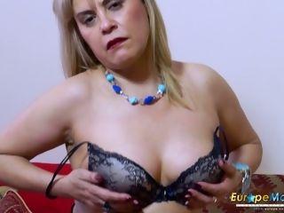 Senior housewife in beautiful underwear and pantyhose Ruby jacks her pointy honeypot