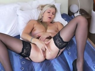 Lonely housewife Velvet Skye is jacking moist and trampy poon