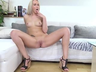 Jenny Simmons - super-fucking-hot Mama