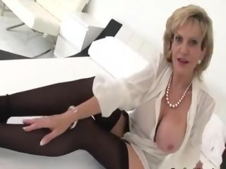 Brit mummy gives you joi