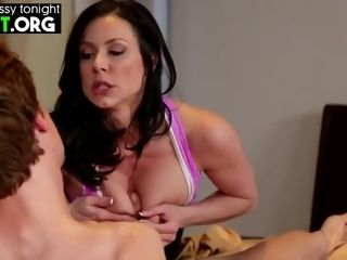 Hotness cougar Kendra passion rubdown Service