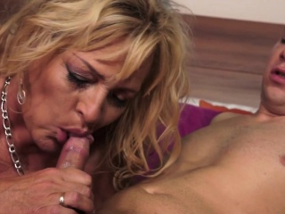 Grandma mega-slut gets oral fuckfest