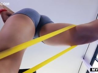 Custom stunner Nicole Anistons After exercise