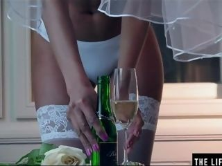'Horny dark-hued bride jerks to an climax on her wedding night'