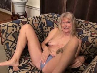 OmaGeiL fur covered grandma cunny getting off finger-tickling