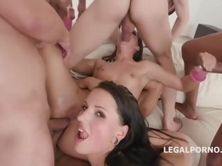 Amirah Adara and her killer pals are having gang hump in the middle of the day