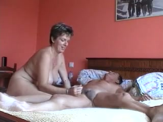 This raving mega-bitch puts her delight very first and she rails a pecker like a champion