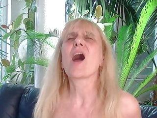 Grannie luvs anal invasion
