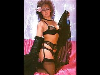Wifey Undresses to showcase labia