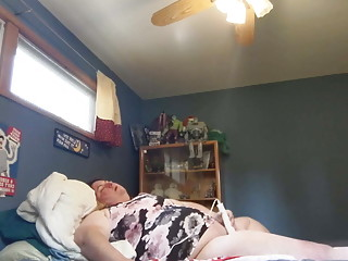 Plumper very first time Magic Wand, yelling climax