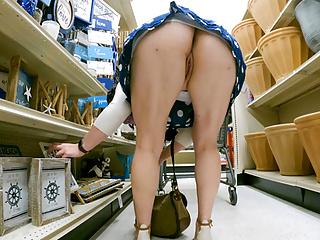 Risky Retail demonstrating