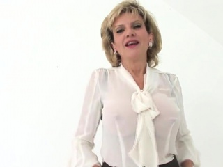 Adulterous brit cougar woman sonia introduces her phat boo