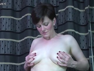 Molten brit mother Getting Wet And naughty - MatureNL