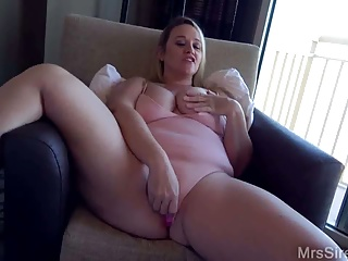 Lush wifey in motel