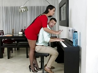 Mind-blowing mature piano lecturer providing her college girl more ways to like piano