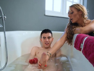 Large fun bags mummies loving 3some intercourse in the bath