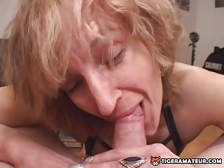 Promiscuous inexperienced mommy gives bj with jizz in gullet