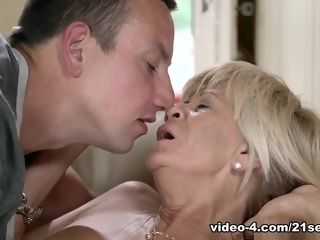 Diane Sheperd in sweet grandmother - 21Sextreme